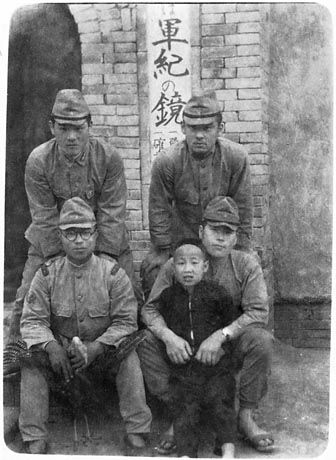 戦前・戦後のモノクロ写真を淡々と貼る(女性中心):ハムスター速報
