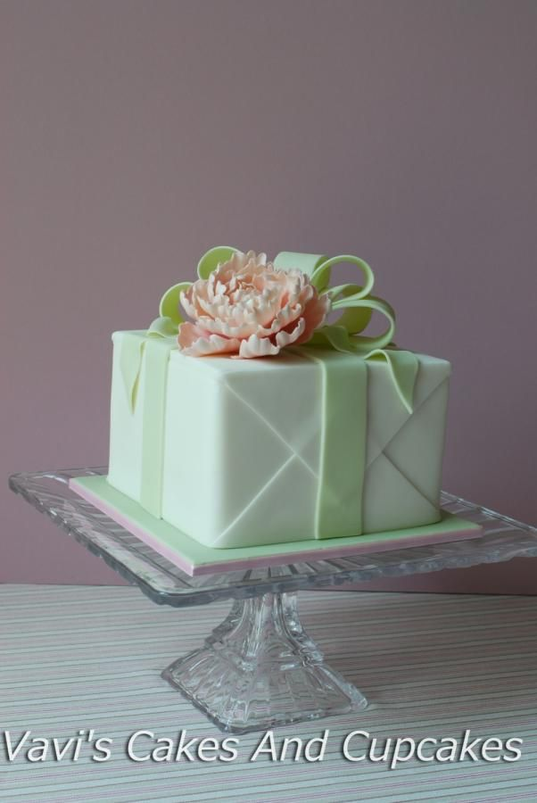 80 best gift box cakes images on pinterest amazing cakes petit a gift box cake negle Image collections