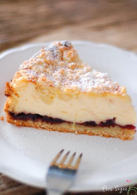 Landfrauen Käsekuchen mit Vanillequark und Beerenkonfitüre: