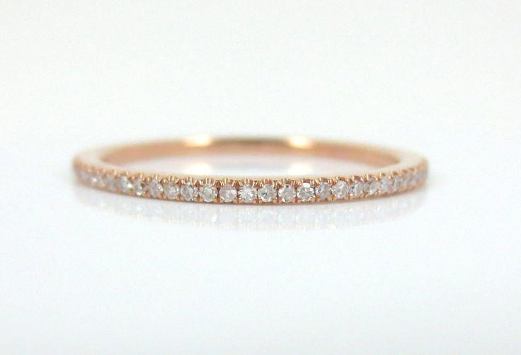 Banda de diamantes Pave micro eternidad en 18k oro rosa de ZinaFineJewelry en Etsy https://www.etsy.com/mx/listing/164797825/banda-de-diamantes-pave-micro-eternidad