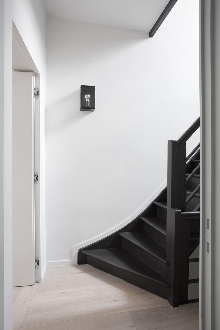 Het Atelier   black stairs
