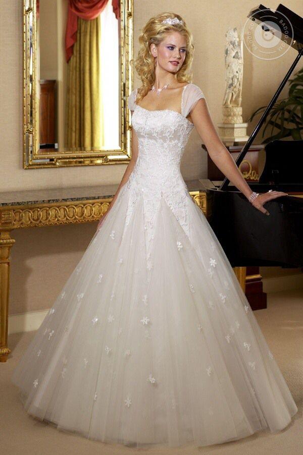 dddca11e04aaf82 Прокат свадебных платьев в Москве в студии Таффета, дорогие брендовые свадебные  платья Maggie Sottero напрокат