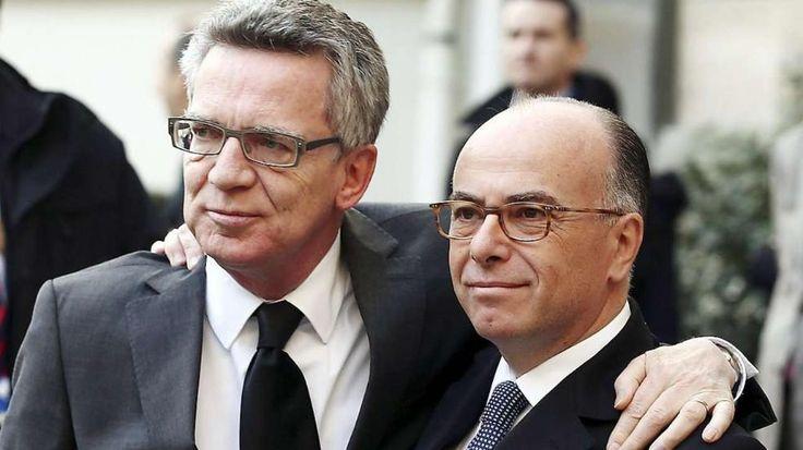 Solidarität mit Frankreich: Innenminister Thomas de Maizière (60, CDU, l.) und sein französischer Amtskollege Bernard Cazeneuve (51) stehen am Sonntag in Paris einig zusammen. Sicherheits-Konferenz: So gefährdet ist Deutschland *** BILDplus Inhalt *** http://www.bild.de/bild-plus/politik/inland/terroranschlag/so-gefaehrdet-ist-deutschland-39293374.bild.html