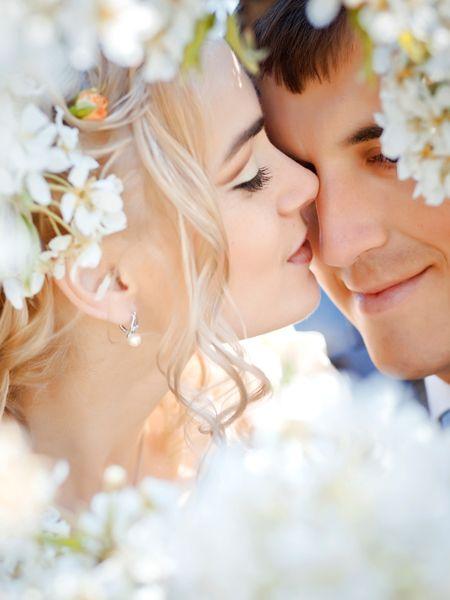 Liebt er mich? Will er mich heiraten? Wann bittet er mich um die Verlobung? Verliebte Frauen wüssten oft so gerne, ob der Mann Ihres