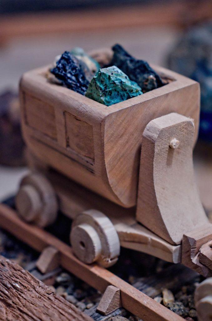 Carrito de juguete minero. Hecho en Madera. Ver el video: youtu.be/3UHSWXfO8TU | Toy ore cart/mine cart. Made of wood.