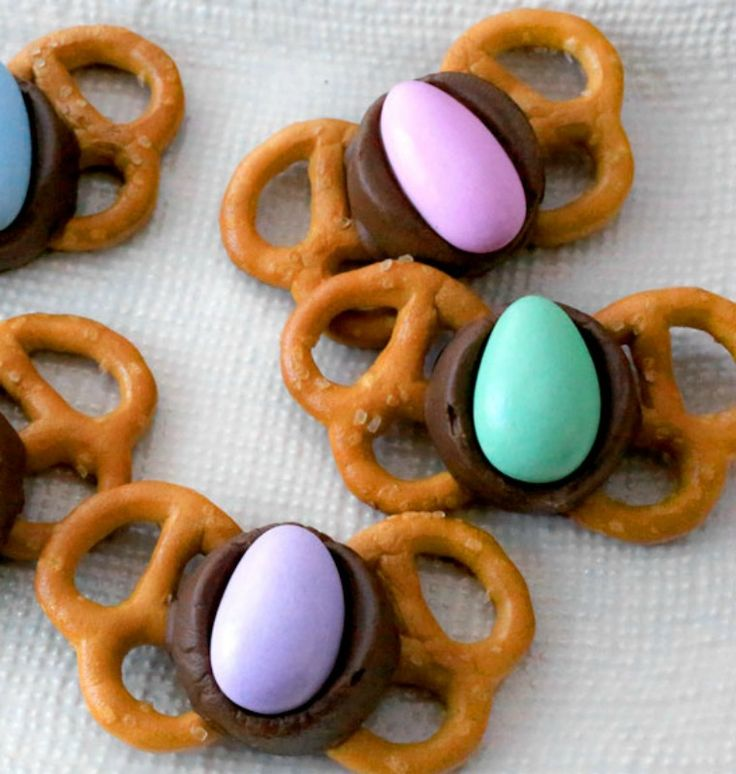 Pretzels, chocolate-covered caramels and Jordan almonds make our Easter butterfly treats irresistible! Ready in 16 minutes. - Everyday Dishes & DIY