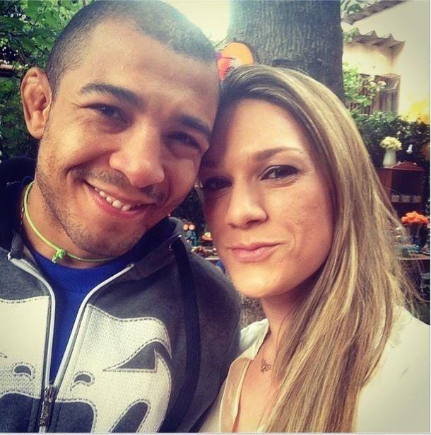 Vivianne Perreira Alo This Pretty Gal Is Vivianne Perreira Aldo She Is The Loving Wife Of Brazilian Mma Fighter Jose Al José Aldo Mma Fighters Female Fighter