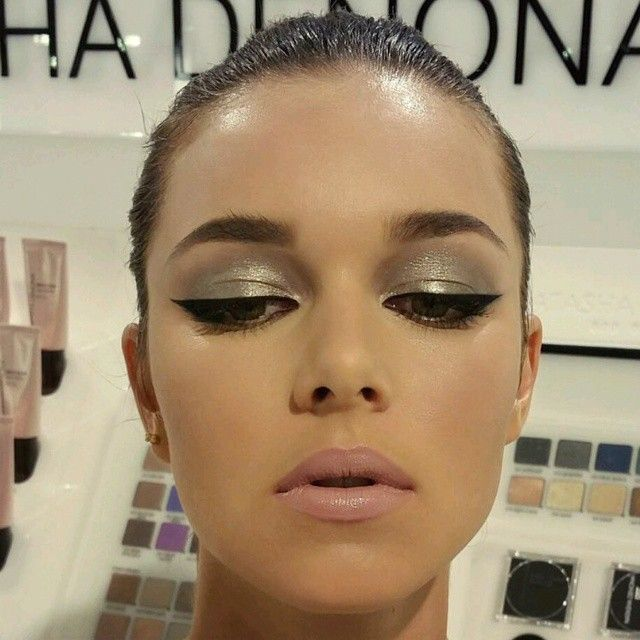 Golden shadow with liner