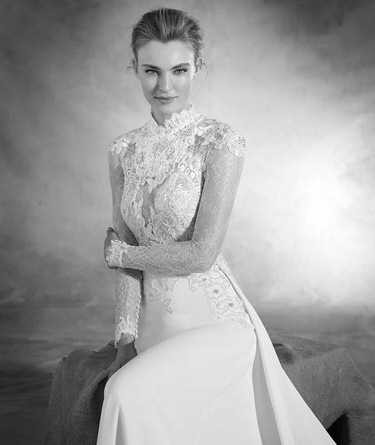 NACAR - Brautkleid aus Crêpe und Spitze mit hochgeschlossenem Ausschnitt und langen Ärmeln | Pronovias