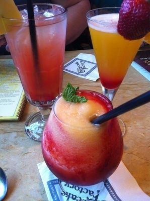 GEORGIA PEACH 2 ounces Skyy vodka 1 ounce peach liqueur 1/2 cup peach slices (fresh or frozen) 1/2 cup crushed ice 1/4 cup red raspberries (fresh or frozen) fresh mint, to garnish #sacpinparty #summerfun