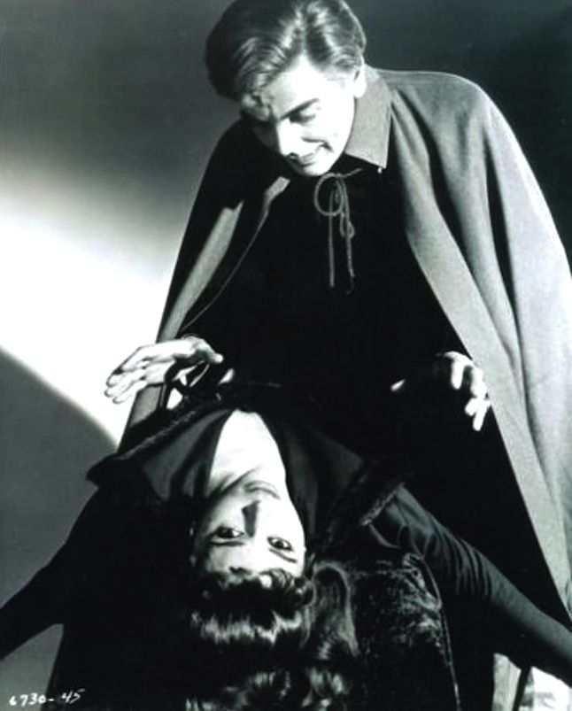 David Peel menaces Yvonne Monlaur in Brides Of Dracula (1960)