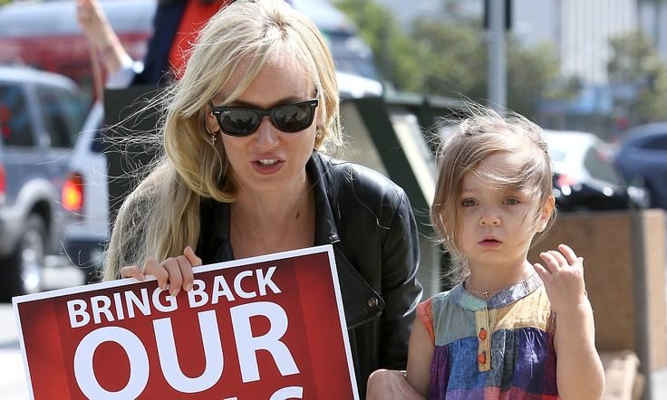 Kimberly Stewart joins Bring Back Our Girls campaign with Delilah #DailyMail