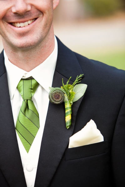 funky green: Galleries, Flowers Boutonni, Ferns Boutonni, Boutonni Corsage, Black Suits, Green Fashion, Flowers Ideas, Photo, Boutonnieres