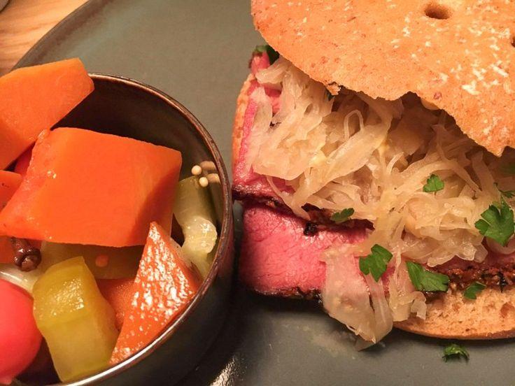 Pastrami-Sandwich The Corner Deli Bar München
