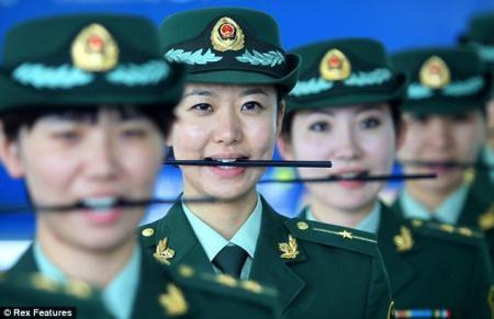 В Китае полицейских учат улыбаться
