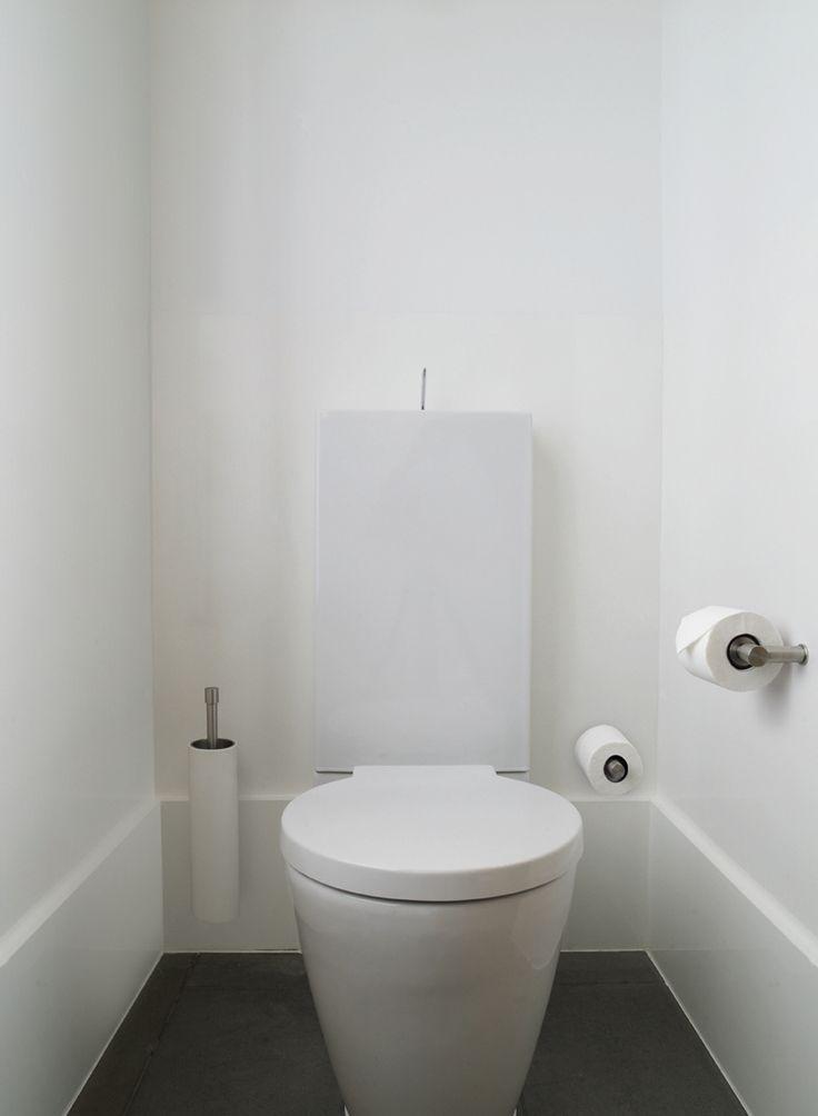 Idee voor toilet? Alleen tegels op de vloer, hoge plint en de rest glad stuken? Bijv. met (een van) de tegels die jij pinde.