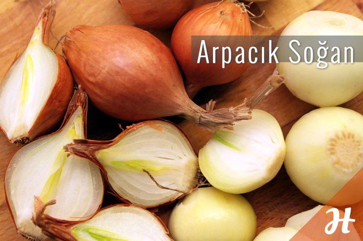 Arpacık soğan kolayca nasıl soyulur?  Detaylar sebzeler bölümünde: http://www.hobiyo.com/kurslar/temel-mutfak-teknikleri-k1