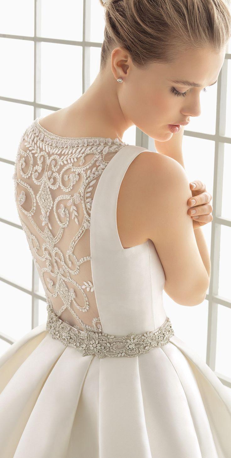 Amikor a ruhák háta dekoráltabb mint az elejeAz idei év legnagyobb sikerű újítása a Nude hatású hát rész, változatos csipke motívumokkal díszítve. Miv...
