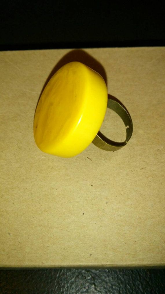 Check out this item in my Etsy shop https://www.etsy.com/it/listing/252026952/bakelite-cocktail-ring-adjustable