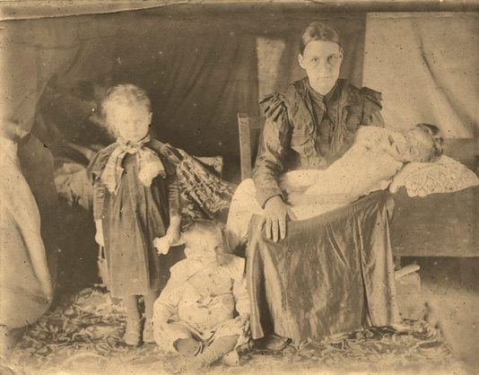 Picture from FB: Mother with her dead child – Boer War: Concentration camps. I was so shocked when I saw this picture. How this mother must have felt and ...