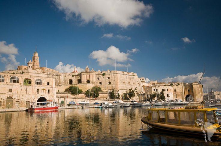 Découvrez Vittoriosa (Birgu) une des 3 cités entourant la Valette, le coeur historique et culturel de Malte. Balade dans les ruelles et bonnes adresses