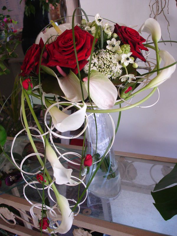 coiffure mariage rose rouge. Black Bedroom Furniture Sets. Home Design Ideas