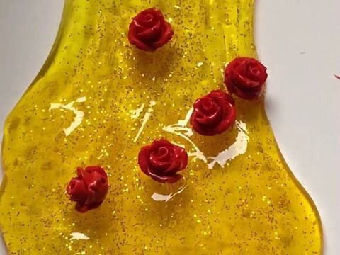 This is slime is so pretty and brings happiness with the beautiful colors!brbrIngredients:brbr- clear slimebr- yellow food coloringbr- fine gold glitterbr- red roses cabochon (resin)brbrFirst, you will need some clear slime!brbrClear Slime Ingredients:brbr- 2 bottles of clear gluebr- baking sodabr- waterbr- contact lens solutionbrbrBaking soda solution: Add 1/2 teaspoon of baking soda to 1 cup warm water and mix until completely dissolvedbrbrGet a big bowl and add the clear glue. Mix in the…