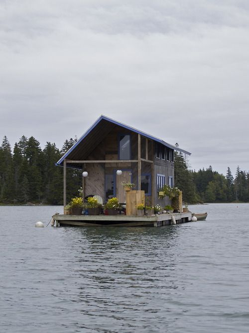 Hand-built floating cabin in Perry Creek, on the island of Vinalhaven, Maine. Now this is a cabin!