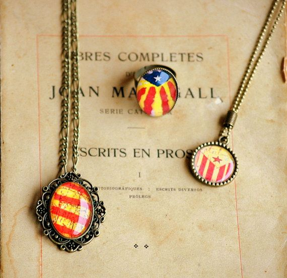 Round Necklace, RIng or Cameo. Catalonia. Select the desired model from the list. on Etsy, 7,50€