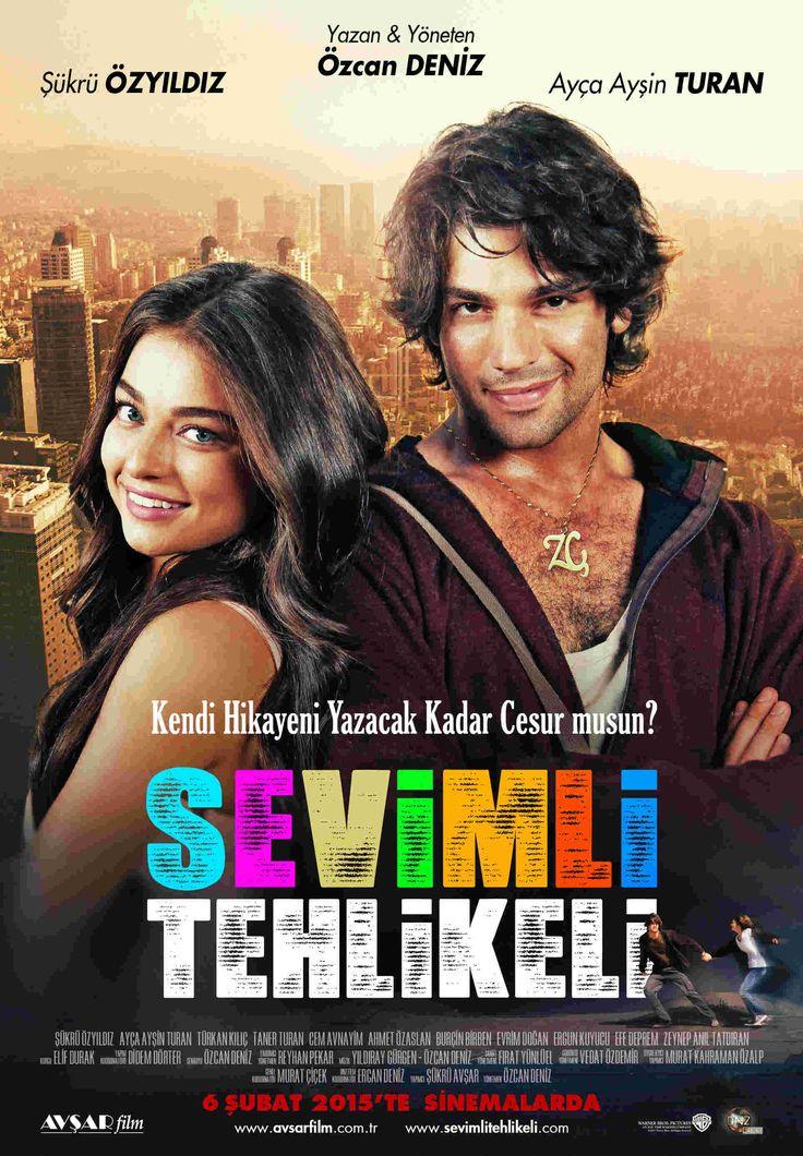 Sevimli Tehlikeli Özcan Deniz'in yönetmenliğini yaptığı komedi aşk ve dram içeren film 6 Şubat Cuma günü sinema severlerin karşısına çıkıyor.