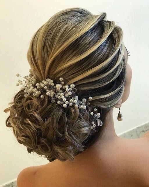 Discover penteadossonialopes's Instagram Técnica 2018 ❤️❤️ #PenteadosSoniaLopes ✨ . . . . . . #sonialopes #cabelo #penteado #noiva #noivas #casamento #hair #hairstyle #weddinghair #wedding #inspiration #instabeauty #beauty #penteados #novia #tranças #insp