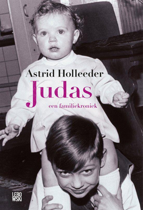 Judas speelt zich af tussen 2012 en het heden, en is doorspekt met flashbacks naar spraakmakende gebeurtenissen in het verleden. Het is een verbijsterende familiekroniek waarin Astrid Holleeder een onthutsend portret schetst van een gezin dat sinds 1983 – het jaar van de Heineken-ontvoering – alleen nog maar een achternaam heeft: Holleeder.