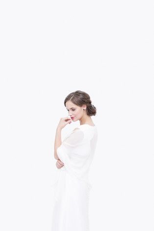 noni noni Lieblinge | noni Lieblinge - schlichtes Brautkleid in A-Linie mit Schleppe und großem Rückenausschnitt  (www.noni-mode.de - Foto: Le Hai Linh)