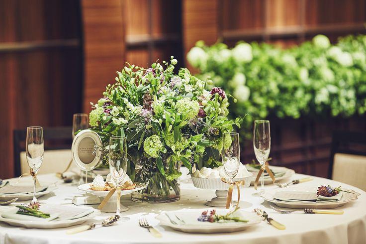 木のぬくもりを感じられる 会場には小花をたくさん集めてナチュラルはゲストテーブル。 #VressetRose #Wedding #white #round # #natural#Flower #Bridal #ブレスエットロゼ #ウエディング# ホワイト#グリーン#シンプル #ナチュラル#小花#野草#ナチュラル#ブライダル#結婚式