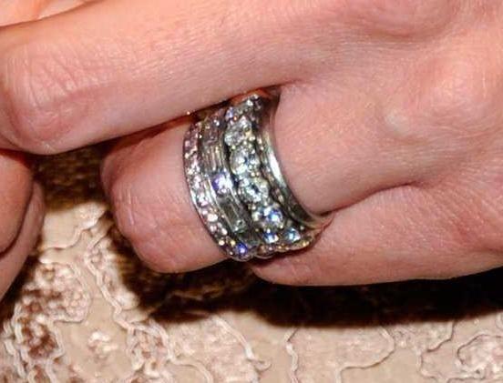 Jennifer Garner S Ring Stack Jewelry Pinterest Diamond And Fashion