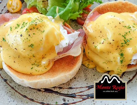 Huevos Benedict con jamón ibérico #MonteRegio ¡Hoy nos ponemos las botas!
