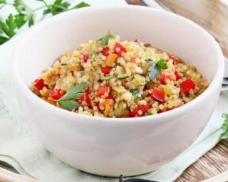 Taboulé santé revisité au quinoa : http://www.fourchette-et-bikini.fr/recettes/recettes-minceur/taboule-sante-revisite-au-quinoa.html