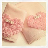 toalhas com rosas e coração