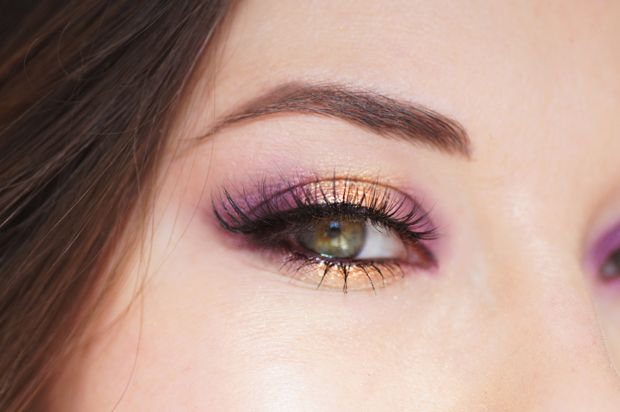 Maquillage yeux dore violet-prune