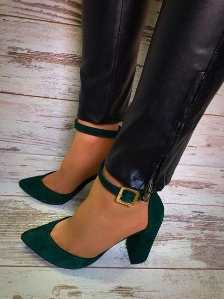 Модные босоножки на устойчивом каблуке цвета разные
