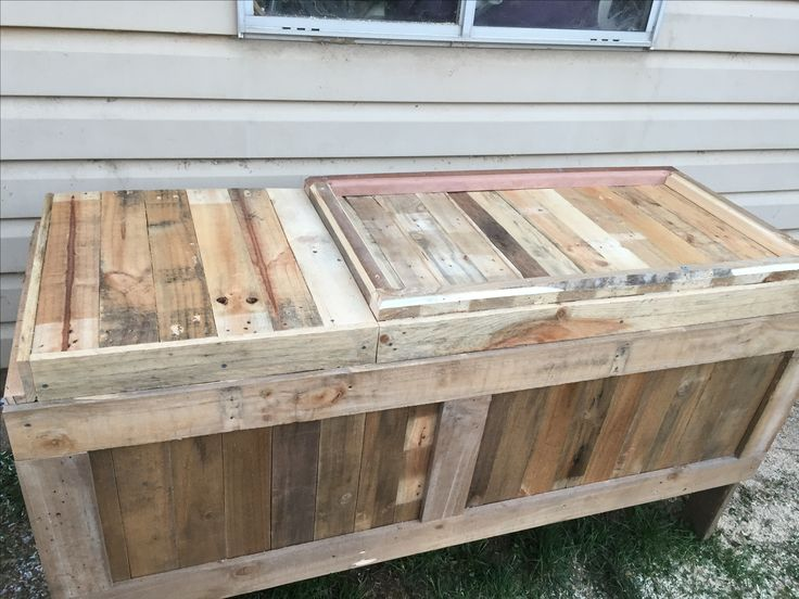My old fridge turned into a esky.. made out of recycled pallets..