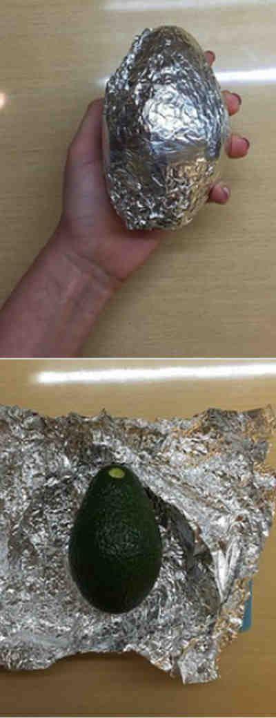 Envuelve un aguacate en papel de aluminio