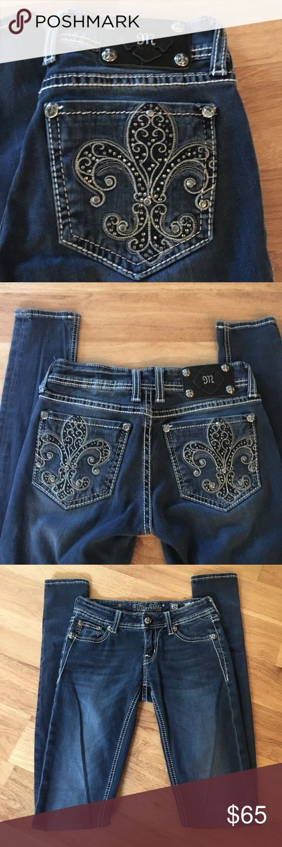 Brand new Miss Me Jeans✨ Brand new Miss Me Jeans✨perfect condition size 25 Jegging skinny jeans. Dark washed . Inseam 33 Miss Me Jeans Skinny