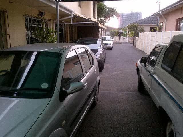 Goodwood House+Flat: 4Bed/Study/2Bath+2Flatlets+Double Garage/Carport/Driveways | Goodwood | South Africa / www.propertyrsa.co.za