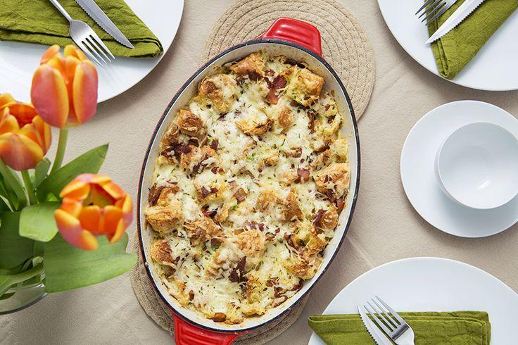 Casserole de croissants dorés #recettesduqc #brunch #dejeuner #oeuf