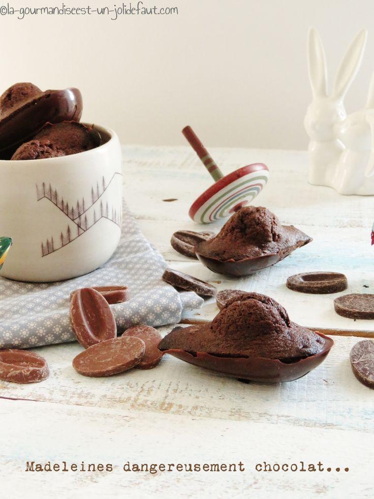 Que je vous raconte l'histoire de ces madeleines. Pour un gouter improvisé à la dernière minute avec ma sœur et mes nièces j'ai cherché une gourmandise vite prête pour les rassasier. Avec du chocolat bien sur pour être sure que ça plaise a tout le monde....