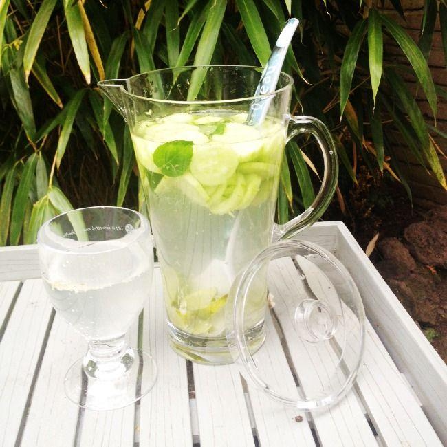 RECEPT: Vetverbrandend fruitwater met komkommer, gember, munt en limoen | Styled By Romy | Bloglovin'
