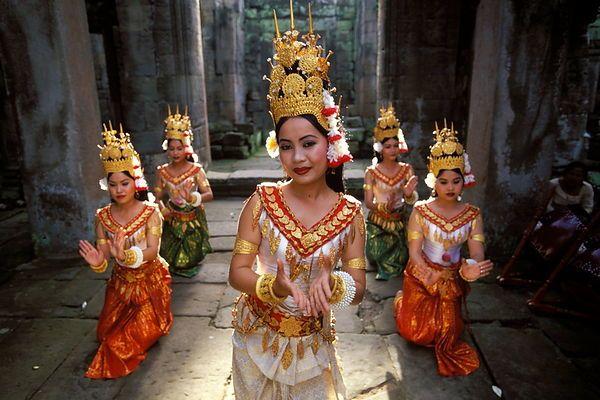 Cambodian Khmer dancers