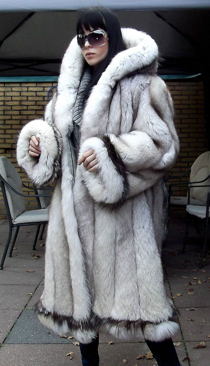 1000 images about wrapped in fur on pinterest coats silver foxes and parkas - Bilder fur wohnungsdekoration ...