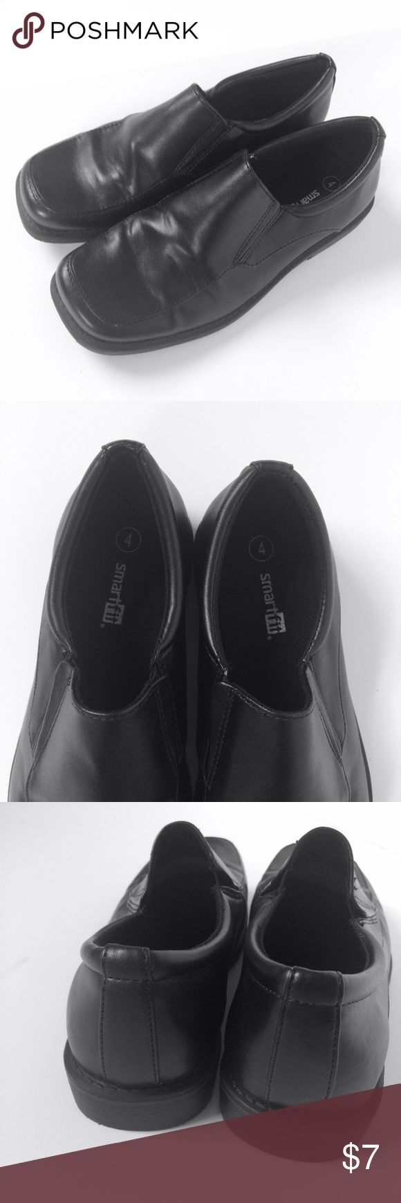 Black Smartfit Dress Shoes Size 4 Pre-owned in good condition.  Black older boys dress shoes size 4. Smartfit Shoes Dress Shoes